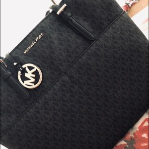 Medium/large Michael kors purse